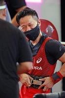パラパワーリフティング公式戦の男子49キロ級で、138キロをマークし、自らが持つ日本記録を更新した西崎哲男=3日、京都府城陽市