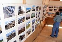 台風19号の猛威を物語る写真が並ぶ〓(玄の右に少)笑寺の写真展=12日午前11時43分、長野市津野