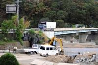 昨年の台風19号災害で1人が亡くなる事故が起きた田中橋。通行再開まで約5カ月かかった=14日、東御市
