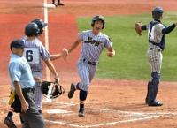 上田西―敦賀気比 二回上田西2死二、三塁、梅香の二塁内野安打に悪送球が絡み、三走に続き二走笹原も生還し3点目