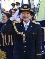 京都・伏見署の一日署長に就任した東京五輪女子マラソン代表の一山麻緒選手=24日午後、京都市伏見区