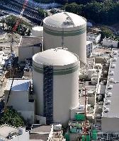関西電力高浜原発の1号機(奥)と2号機=10月、福井県高浜町