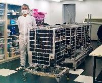 公開された「すいせん」(手前)など4基の地球観測衛星=26日午前、東京都中央区