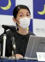 記者会見する関西学院大災害復興制度研究所の斉藤容子准教授=27日午後、兵庫県西宮市