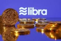 デジタル通貨「リブラ」を模したコイン(ロイター=共同)