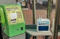 NTT西日本が公衆電話ボックスで貸し出す携帯充電器