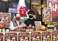 「ポテトザキプリン」をPRする戸崎選手(右)と原さん
