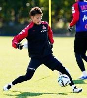 名古屋の今季初練習で軽快に動く、C大阪から移籍した柿谷=豊田市