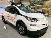 米GM本社に展示された自動運転車=2019年、米デトロイト(共同)