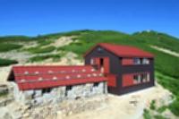 来年度、通常通り営業する中央アルプスの西駒山荘(伊那市観光提供)