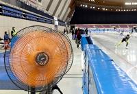 全国高校スケートの会場で新型コロナ感染防止対策に使われている大型扇風機