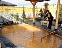 改修を終えて3日にグランドオープンする松代荘の露天風呂