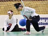 ジャカルタ・アジアパラ大会のゴールボール女子決勝日本―中国戦の女子日本代表チーム=2018年10月