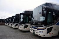 伊那バスが保有する貸し切りバス。需要が低迷し、一部は休車している=8日、伊那市