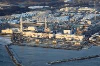 13日の地震から一夜明けた東京電力福島第1原発=14日午前