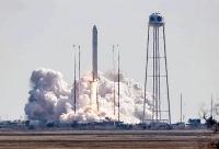 超小型人工衛星「ひろがり」を載せ、打ち上げられるロケット=20日、米ワロップス飛行施設(NASA提供)