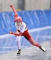 女子500メートルで滑走する小平奈緒=エムウエーブ