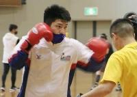 練習するボクシング男子ライトヘビー級の梅村錬=25日、福島県会津若松市