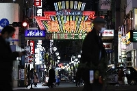 人通りがまばらな大阪・道頓堀=1月