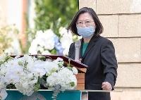 2月28日、台湾・高雄で開かれた「2・28事件」犠牲者追悼式典であいさつする蔡英文総統(総統府提供・共同)