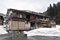 かつて村が譲り受け「お試し住宅」として改修した古民家。村内には同様の空き家も多い