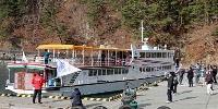 香川・小豆島へ向けて出発する「第16陸中丸」=16日午前、岩手県宮古市