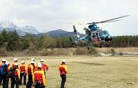 県警ヘリを飛ばし、隊員が交代で救助訓練を行った
