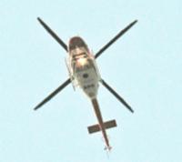 5日の運用再開後で初めて出動し、松本空港に戻る県消防防災ヘリコプター=10日午後6時14分、松本市
