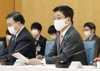 関係閣僚会議の初会合で発言する加藤官房長官=16日午前、首相官邸