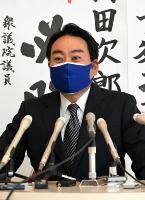 初当選から一夜明け、記者会見で抱負を語る羽田次郎氏=26日午前10時、長野市中御所