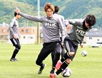 相模原戦に向けて練習する松本山雅・戸島