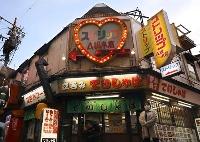 存続することが決まったストリップ劇場「A級小倉劇場」=4月、北九州市