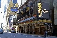 閑散とする米ニューヨークの劇場街ブロードウェー=2020年5月(共同)