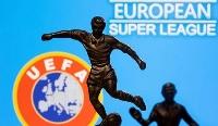 欧州サッカー連盟(UEFA)のロゴ(左下)と欧州スーパーリーグのイメージ写真(ロイター=共同)