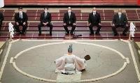 東京・両国国技館で行われた大相撲夏場所の土俵祭り。奥中央は八角理事長=8日