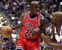 NBAブルズ時代にプレーするマイケル・ジョーダン(ロイター=共同)