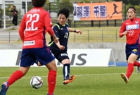 AC長野-ノジマ相模原 後半ロスタイム、AC長野・稲村(中央)が決勝ゴールを決める