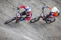 自転車BMXレースのW杯第1戦で3位に入った畠山紗英(左)=ベローナ(日本自転車競技連盟提供)