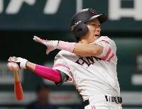 7回ソフトバンク2死三塁、柳田が右前に勝ち越し打を放つ=ペイペイドーム