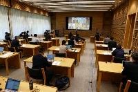 オンラインで開かれた全国知事会の新型コロナウイルス対策本部会合=10日午前、東京都千代田区