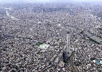 東京スカイツリーと都内の町並み(共同通信社ヘリから)