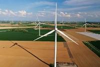 フランス北部の風力発電施設=20年4月(ロイター=共同)