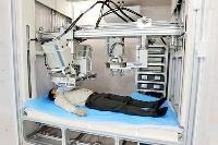 量子科学技術研究開発機構の放射線医学研究所に配備された「統合型体外計測装置」=12日、千葉市(量子研提供)