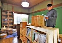 空き家活用への準備を進めている嶋田さん=飯島町内の設計事務所