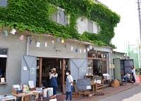 上田市の中心街で始まった「261(にーろく市)」。古い建物を活用している