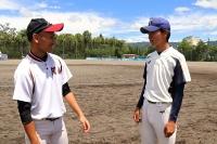 連合チームを共に引っ張る辰野高校の小松主将(右)と阿南高校の後藤主将