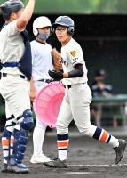 試合前に練習を手伝う松井さん