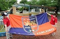 11日に城山動物園内に飾る予定のAC長野パルセイロの旗