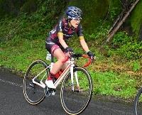 実業団のロードレースに出場した東京パラリンピック自転車代表の杉浦佳子=福島県石川町