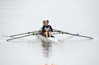 諏訪湖にこぎ出し笑顔を見せるアルゼンチン代表の2選手=12日、下諏訪町